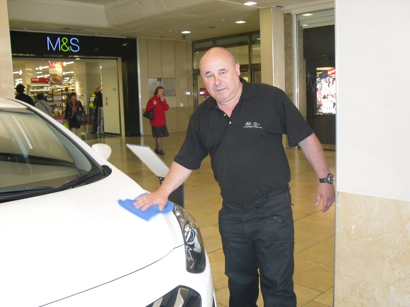 Autovaletdirect franchise makes stop at Cardiff for Hyundai Road Show